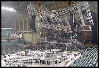 Palco da Stripped Tour caído