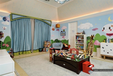 Já bebê, o quarto de Max abriu espaço para os brinquedos