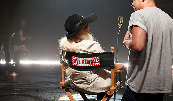 Christina no set de Moves Like Jagger