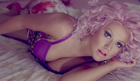 Christina no clipe de 'Your Body'
