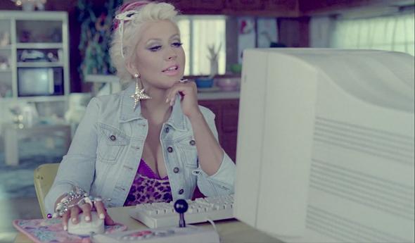 Christina no clipe de Your Body