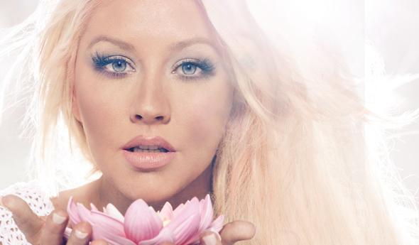 Christina em foto promocional de Lotus
