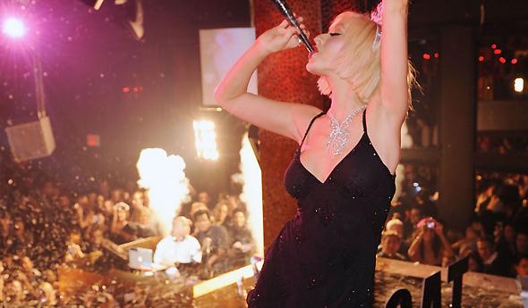 Christina celebra a virada do ano de 2010