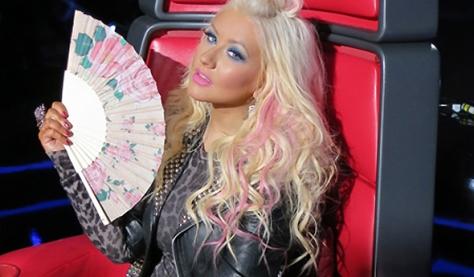 Christina com leque em episódio de The Voice