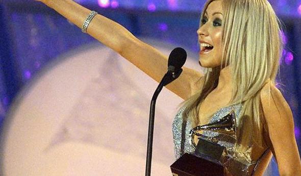 Christina vencendo o primeiro Grammy