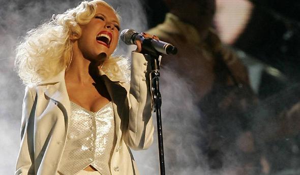 Christina em tributo no Grammy Awards