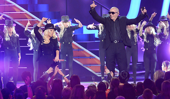 Christina e Pitbull no Kids Choice Awards
