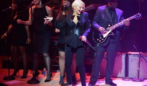 Christina cantando no evento da Time