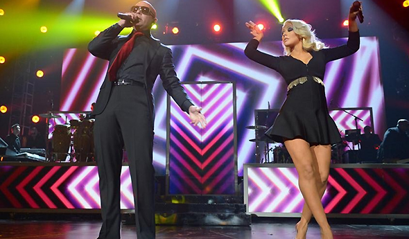 Christina e Pitbull cantam Feel This Moments no Billboard Music Awards