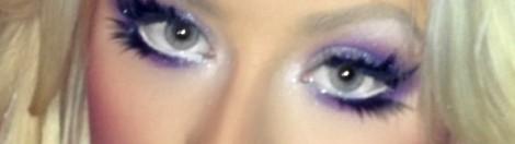 Christina com maquiagem colorida