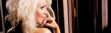 """Christina em foto promocional da fragrância Unforgettable Caiu na web uma foto promocional da próxima fragrância da coleção Christina Aguilera, """"Unforgettable"""". Para vê-la em tamanho completo, clique aqui. """"Unforgettable"""" é a sexta fragrância da premiada coleção e deve ser lançada em meados de outubro."""