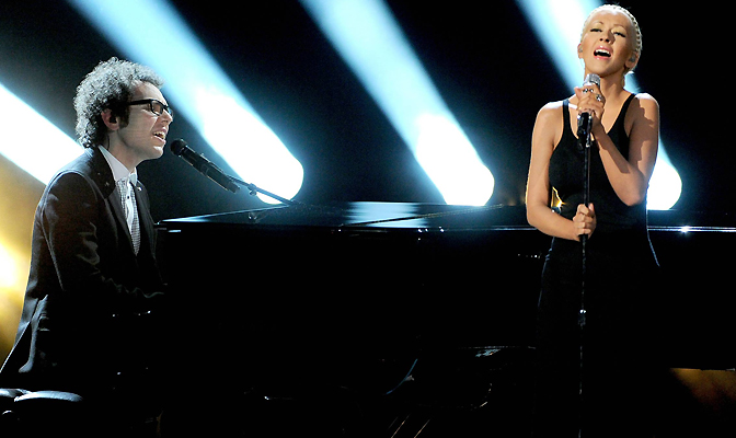 Cantando Say Something no American Music Awards em 2013