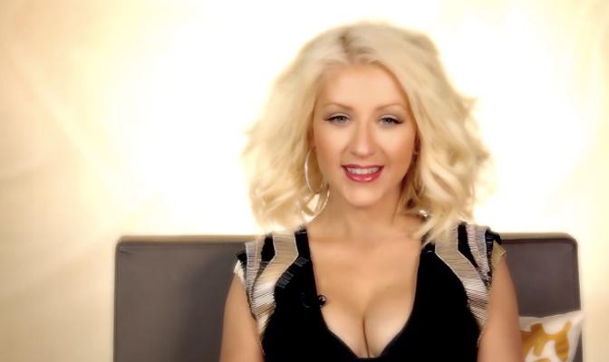 Vídeo – Christina deseja feliz natal e sugere presentinho