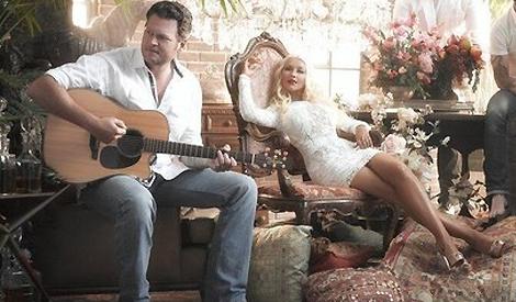 Christina e Blake Shelton em sessão promocional de The Voice