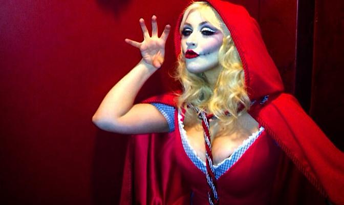 Foto – Christina é Chapeuzinho-Zumbi no Halloween