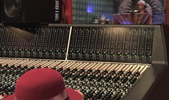 Boato: Produtor já havia divulgado outra foto de Christina no estúdio – confira