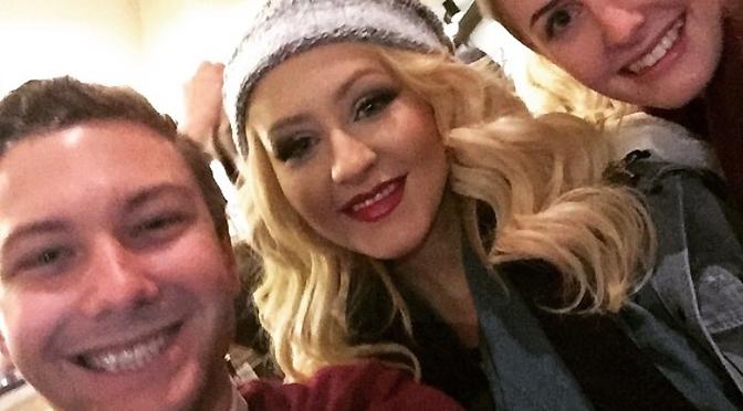 Fotos – Christina faz social e distribui Starbucks para fãs por uma hora!