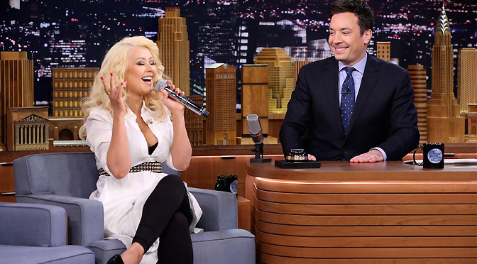 Prévia – Christina imita Britney Spears no Tonight Show