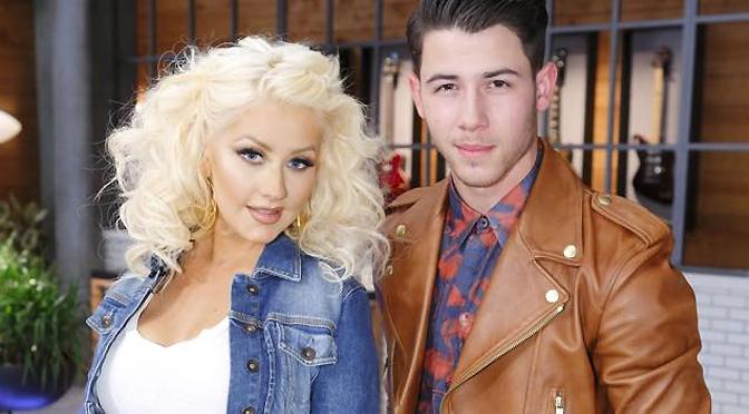 Foto – Christina e Nick Jonas nos bastidores de The Voice