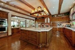 A cozinha valoriza a iluminação natural