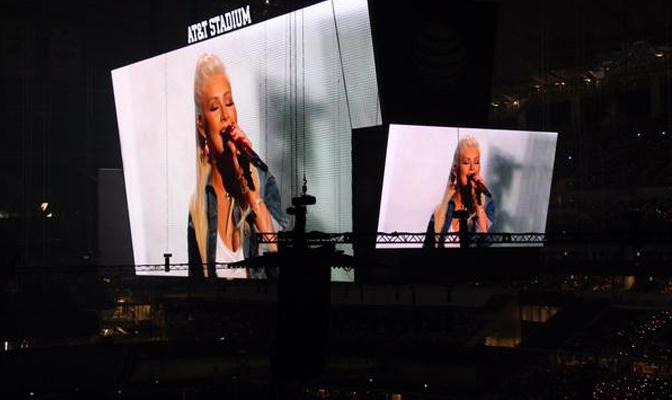 """Vídeo HQ – Christina e Rascal Flatts cantam """"Shotgun"""" e """"Riot"""" no ACM Awards"""