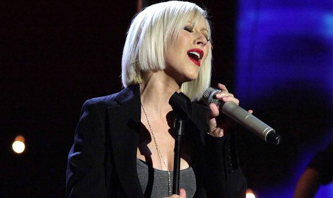 """Boato – Christina cantará """"Lift Me Up"""" amanhã em prol do Nepal"""