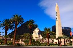 A boate está localizada dentro da pirâmide do Luxor, Em Las Vegas