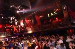 Os ingressos comuns da boate não são caros e a casa é bem frequentada por celebridades e personalidades VIP